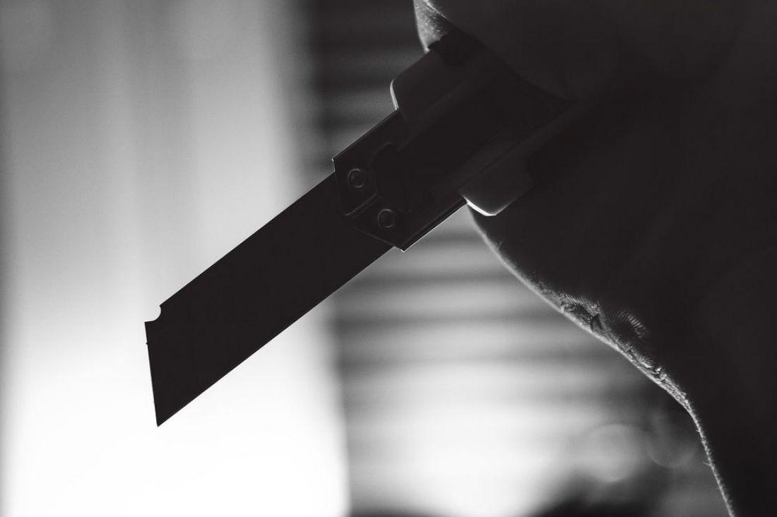 В Пензенской области мужчина из райцентра терроризирует жильцов дома и пугает детей