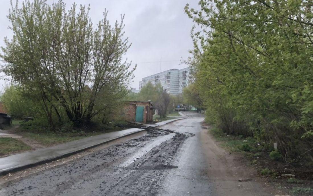 В Пензе грузовики развозят грязь и жижу по улицам города. Фото