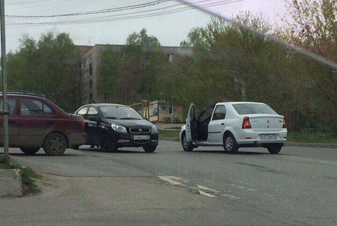 В Пензе в аварию попал автомобиль «Яндекс Такси»